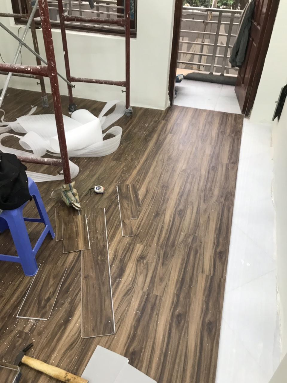 thi công sàn nhựa hèm khóa cao cấp, giá sàn nhựa dán keo, giá sàn vinyl vân gỗ,