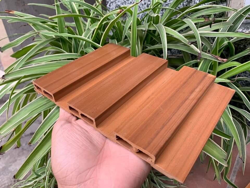 tấm ốp lam nhựa giả gỗ giá rẻ, thi công ốp tường nhựa giả gỗ, ốp lam sóng cho phòng khách,