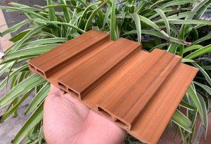 ỐP LAM NHỰA VÂN GỖ – Cách thi công ốp tường gỗ nhựa